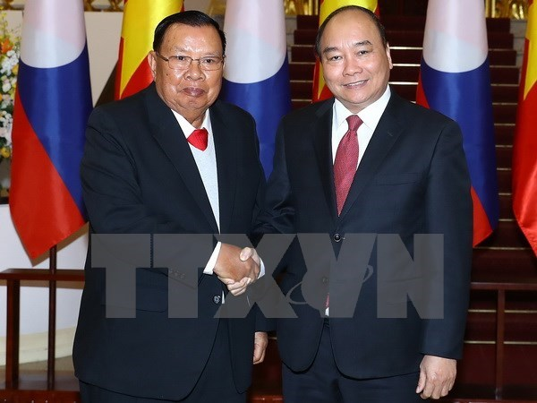 PM Nguyen Xuan Phuc meets Lao Party and State leader