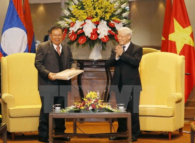 Lao top leader concludes official friendly visit to Vietnam