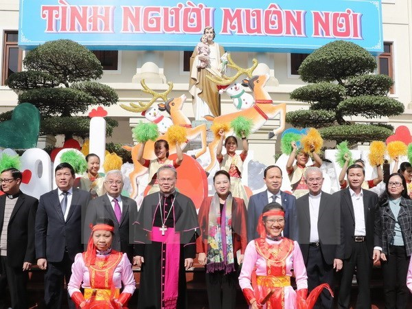 Top legislator extends Christmas greetings to Thanh Hoa's Catholics