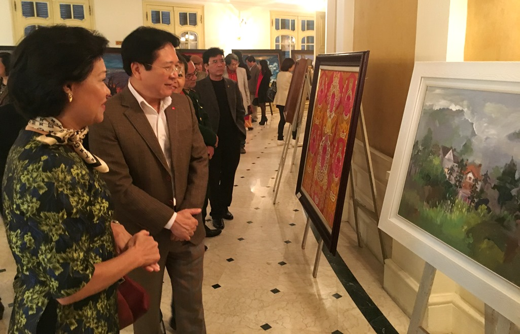 Exhibition on outstanding artistic works in 2015-2016 opens