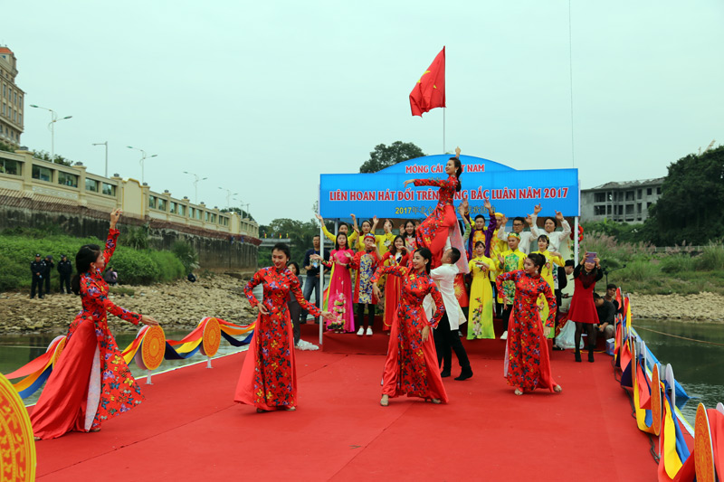 Vietnam - China singing exchange in Quang Ninh province