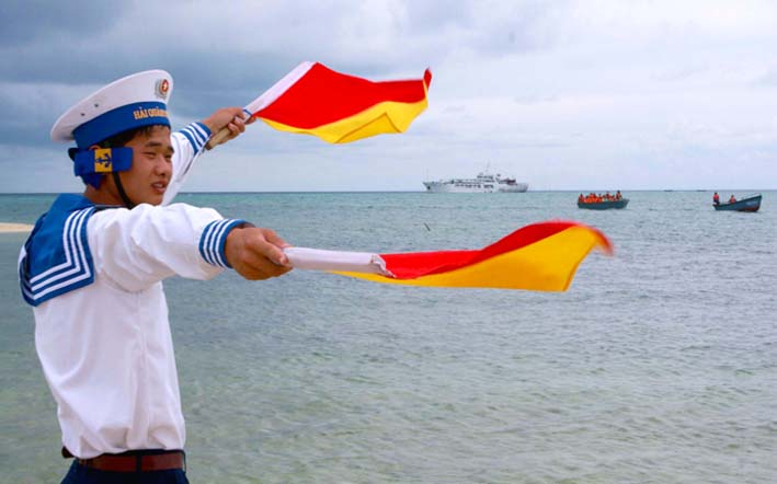 Photo exhibition on Vietnam's sea and islands in Hanoi