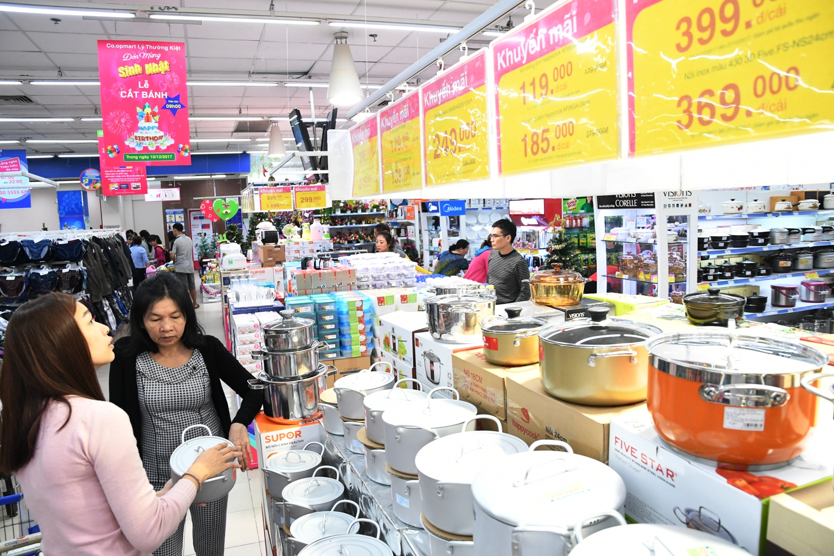 Saigon Co.op prepares over 130,000 tons of goods for Tet