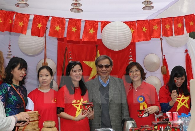 Vietnam participates in international charity bazaar in India
