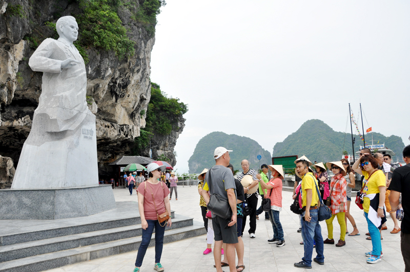Quang Ninh welcomes 9.87 million tourist arrivals in 2017