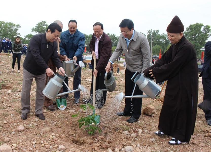 Quang Ninh plants trees in eternal gratitude to Uncle Ho