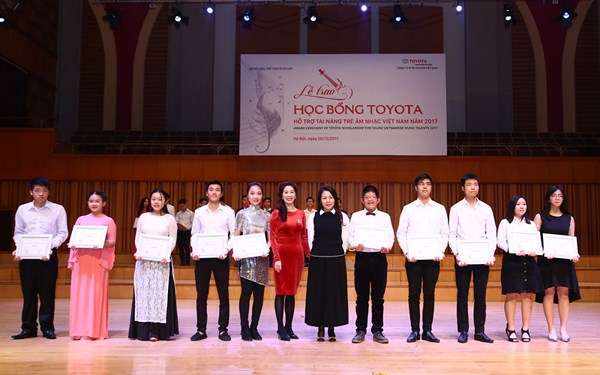2017 Toyota Scholarships granted to young Vietnamese music talents
