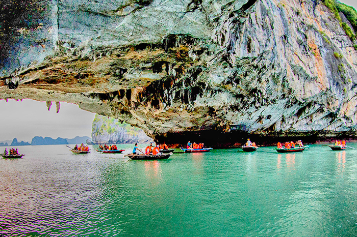 Quang Ninh strengthens communication on 2018 National Tourism Year