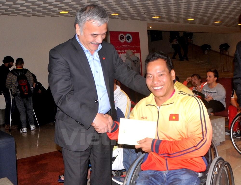 Vietnamese weightlifter breaks world record at World Para Championship