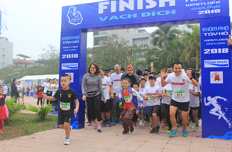 Over 1,000 people run for disadvantaged children