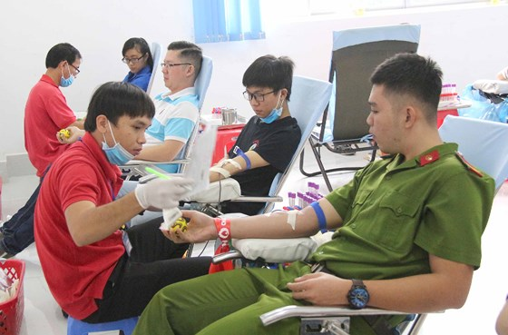 Nearly 1,000 young people join blood donation