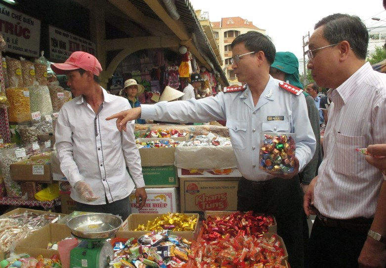 Campaign on food safety inspection opens before Tet