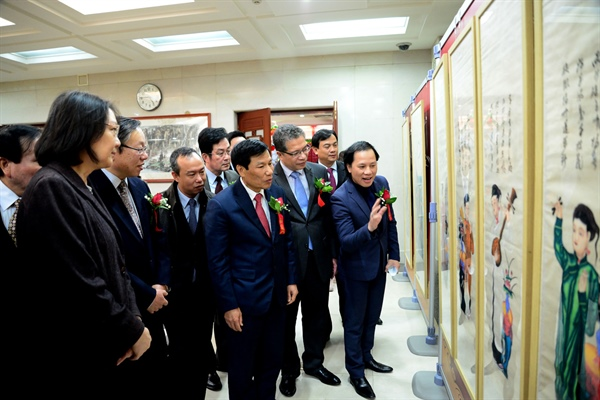 Exhibition of Vietnamese and Chinese paintings on lunar New Year