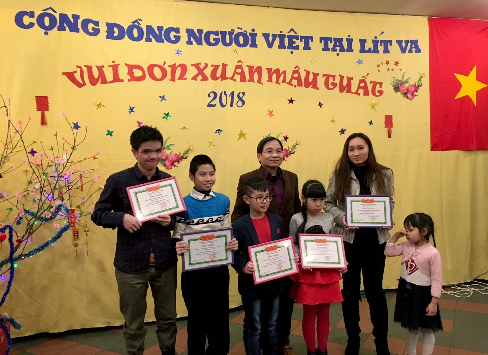 Overseas Vietnamese in Lithuania welcome Lunar New Year of Dog