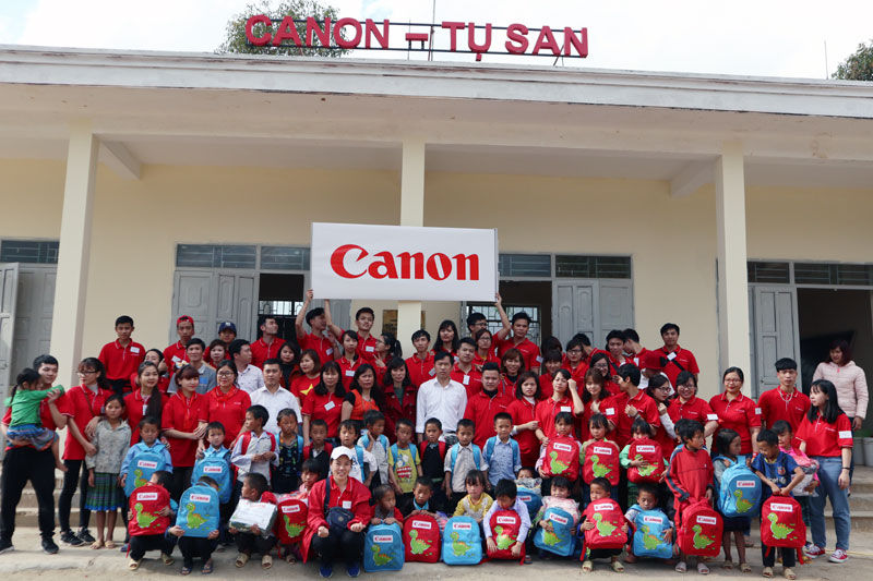 "Canon starts new year with ""Canon Friendship school chain"" in Lai Chau"