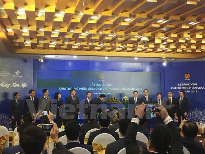 Vietnam's stock market opens first trading session of 2018