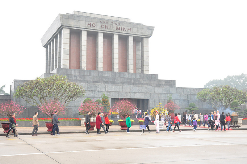 Over 18,000 people visit Uncle Ho's Mausoleum during Tet