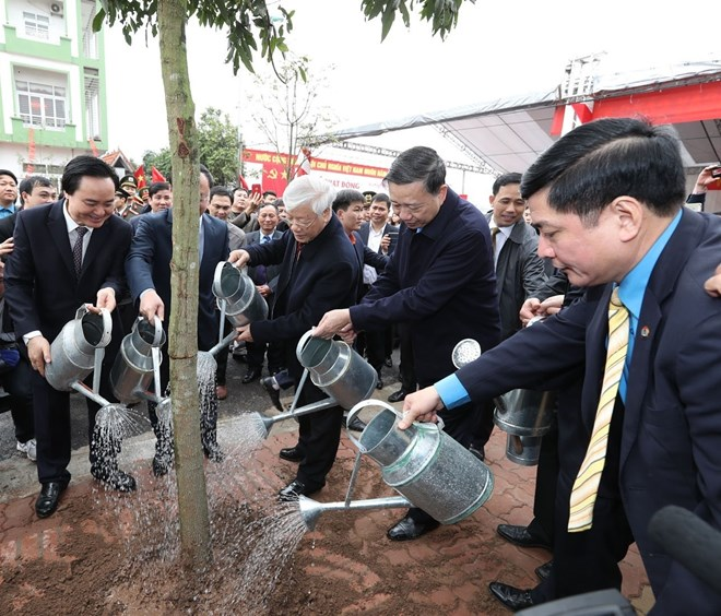 Party leader pays Tet visit to Hung Yen province