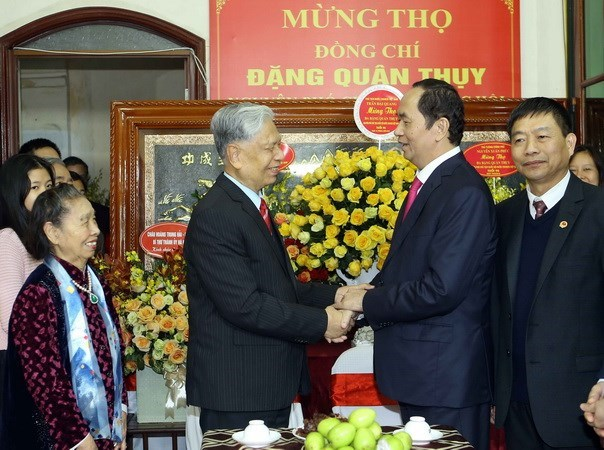 Leaders congratulate general Dang Quan Thuy on 90th birthday