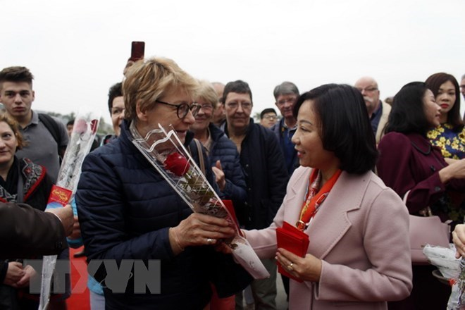 Localities welcome first foreign tourists of Lunar New Year