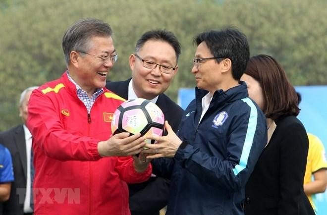 RoK President Moon meets Vietnam's U23 football team