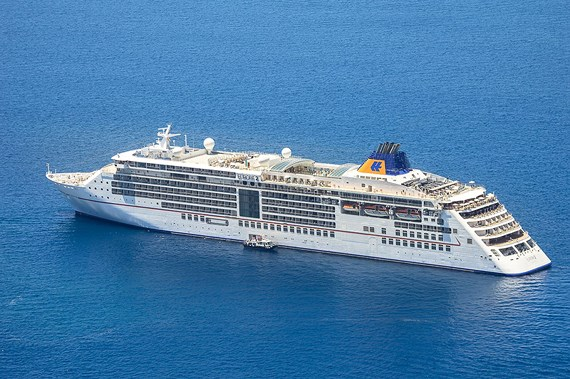 Five-star foreign cruise ship carries 500 tourists to Phu Quoc