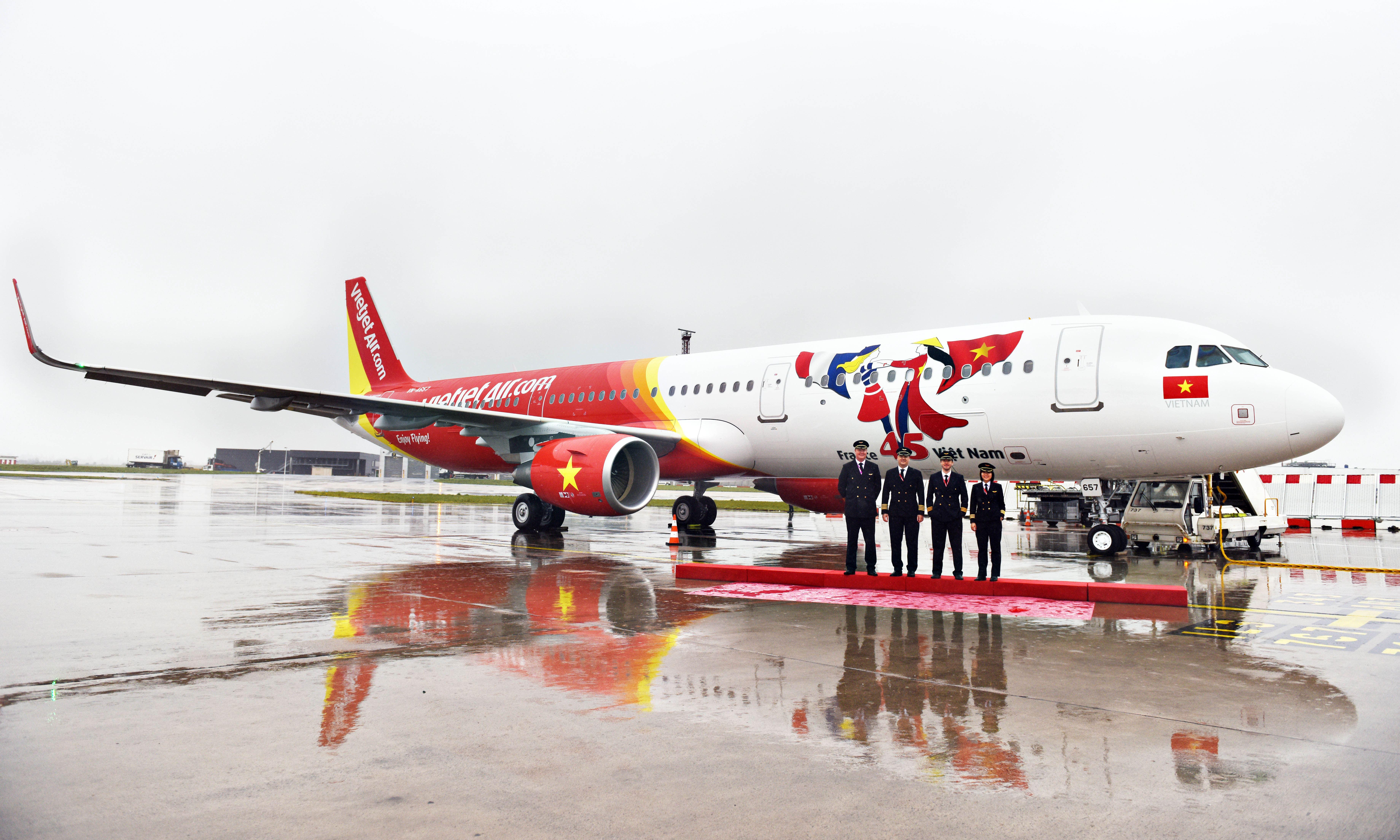 Vietjet receives aircraft bearing logo of Vietnam-  France diplomatic relations