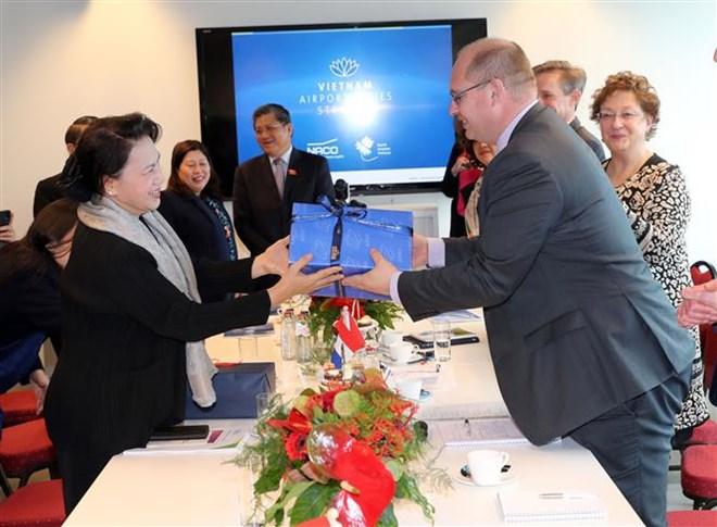 NA Chairwoman visits Dutch NACO aviation company