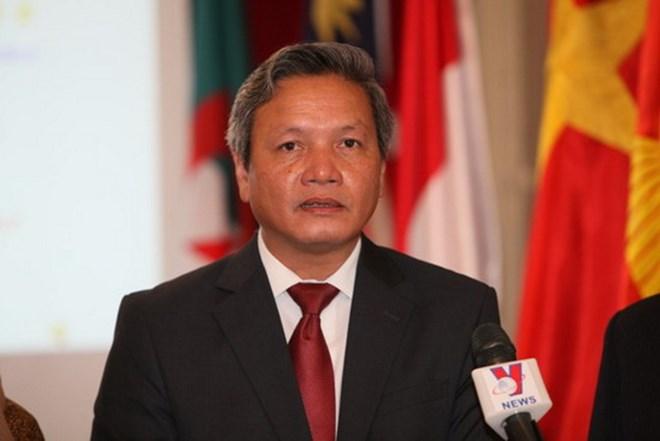 Ambassador Pham Quoc Tru meets overseas Vietnamese in Mali
