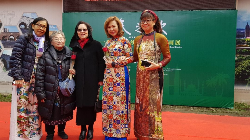 Female Vietnamese painters participate in painting exhibition in China's Nanjing