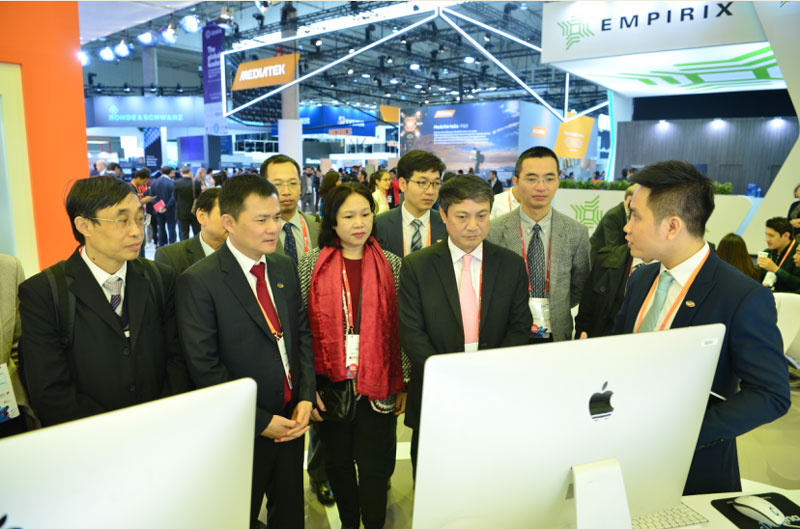 Viettel introduces eight products at world mobile expo