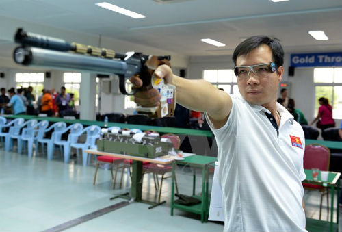 Hoang Xuan Vinh still ranks second in 10m air pistol shooting worldwide