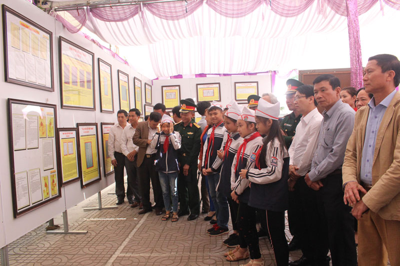Exhibition on Hoang Sa and Truong Sa in northern Hoa Binh province