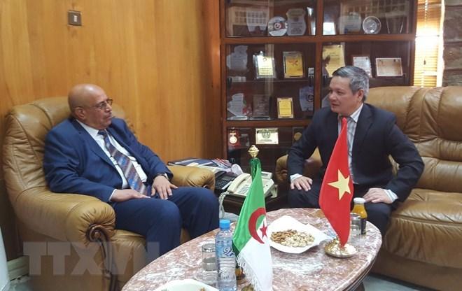 Vietnamese ambassador works to enhance ties with Algerian locality