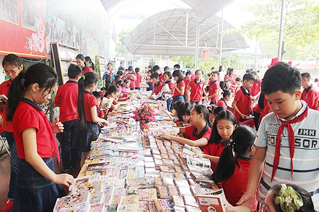 Nearly 3,000 books donated to poor children in Lao Cai