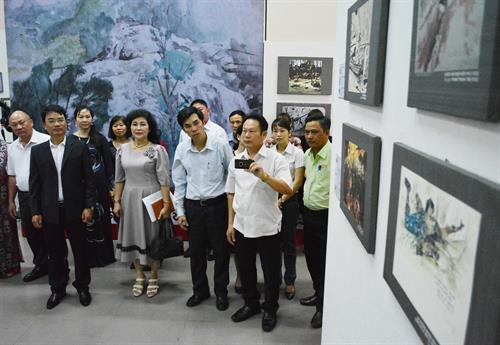 Exhibition on war sketches in Dak Lak