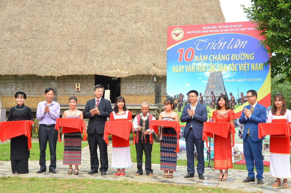 Exhibition celebrates 10 years of Vietnam Ethnic Groups'Cultural Day