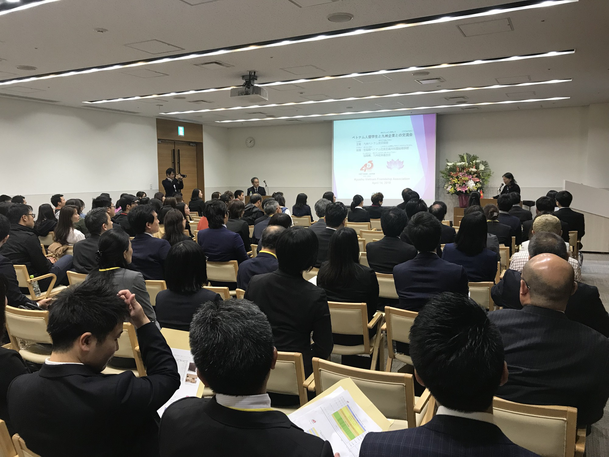 Overseas Vietnamese students exchange with Japanese businesses