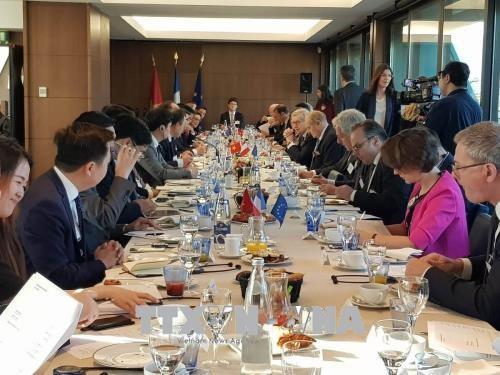 Vietnam, France seek link-up in e-government development