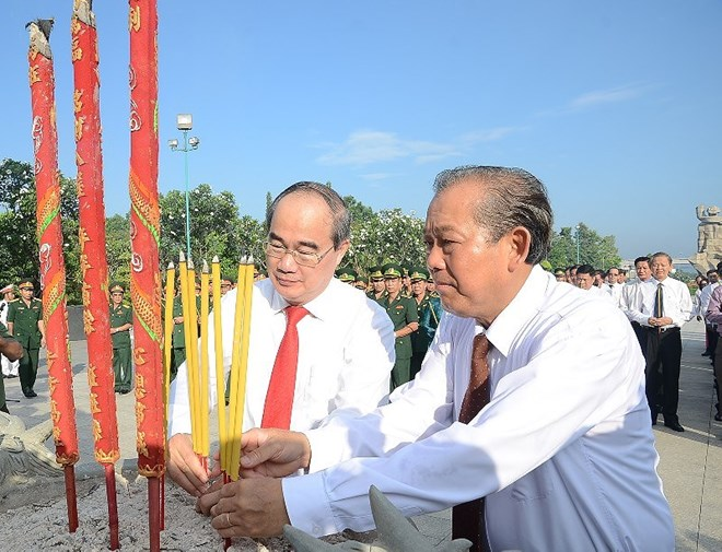 HCM City leaders pay tribute to war martyrs