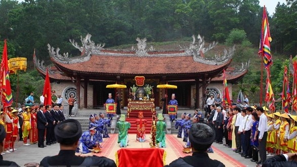 Nation's legendary father, mother commemorated