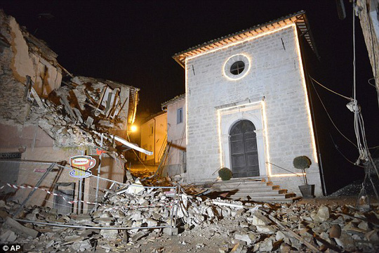 4.7-magnitude earthquake hits Central Italy