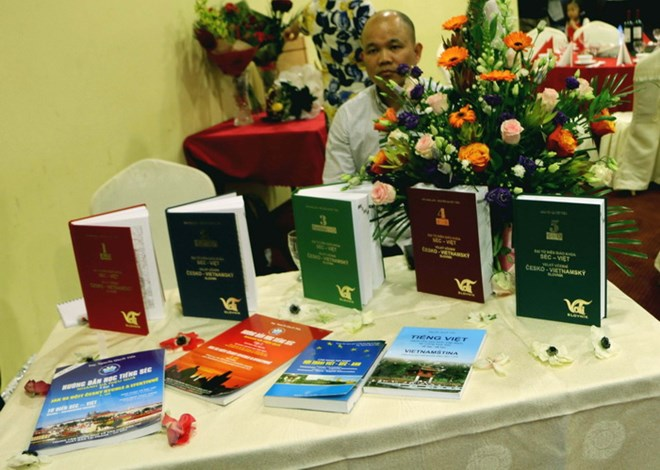Fifth volume of Czech-Vietnamese dictionary launched