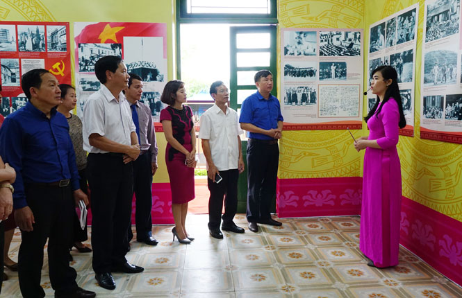 250 photos on President Ho Chi Minh displayed in Thai Nguyen