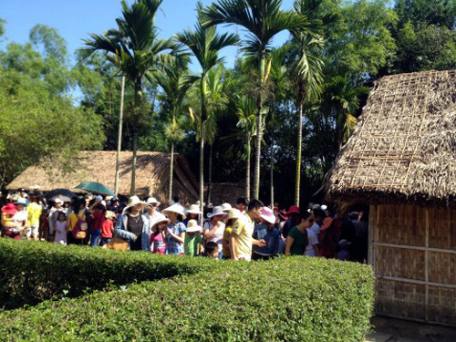 Over 38,600 people visit Kim Lien relic site in Nghe An