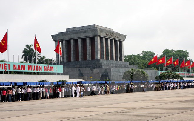 More than 92,000 people visit President Ho Chi Minh's Mausoleum