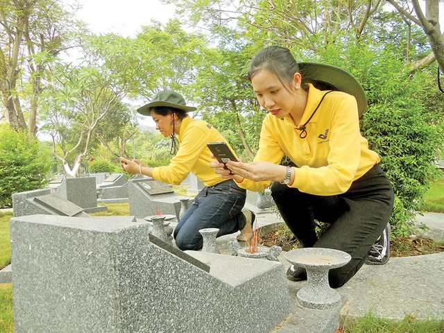 Young people take photos of martyr tombstone to provide online data