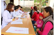 Quang Ninh Obstetrics and Pediatrics Hospital organizes examination free of charge for people on Co To island