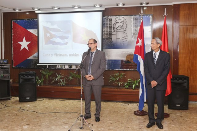 Embassies of Vietnam and Cuba in Argentina exchange