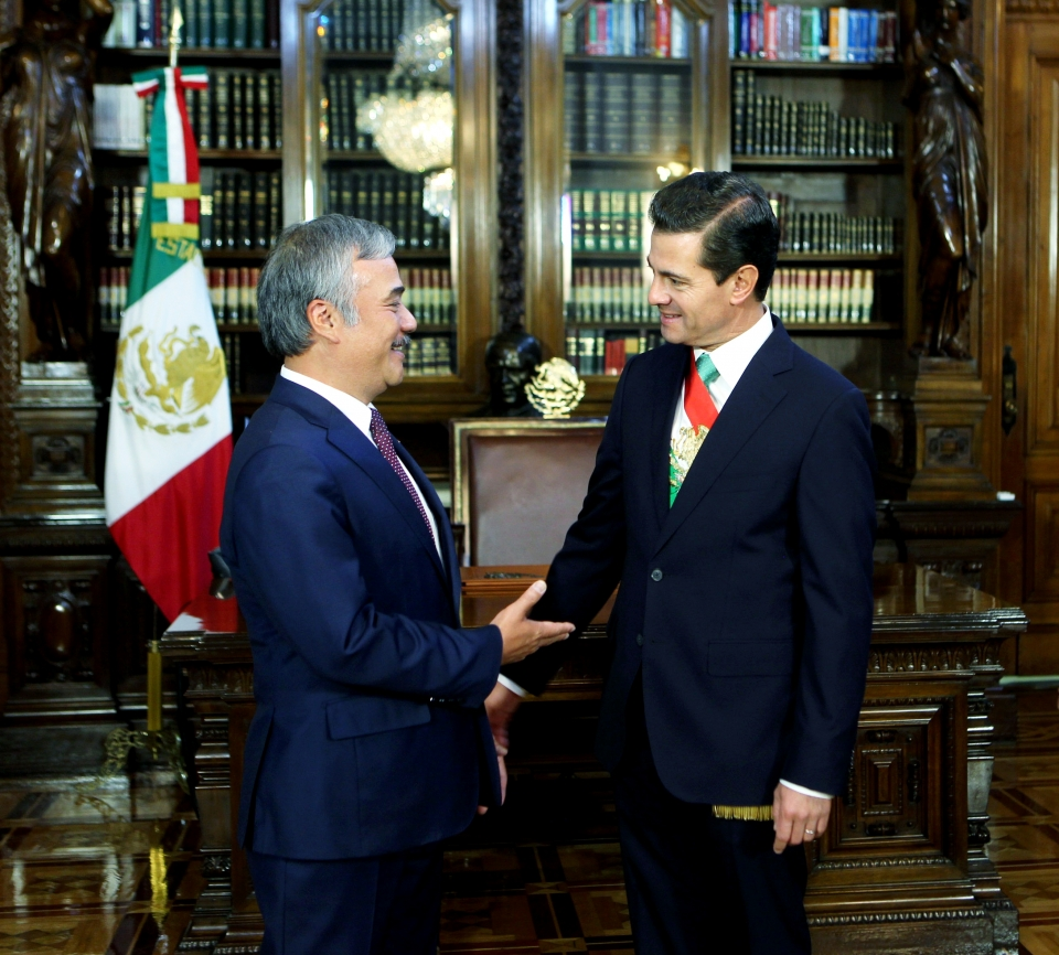 Ambassador Nguyen Hoai Duong presents credentials to Mexican President